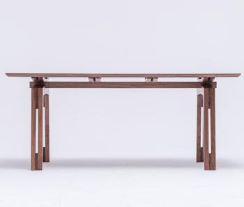 Table design en noyer...